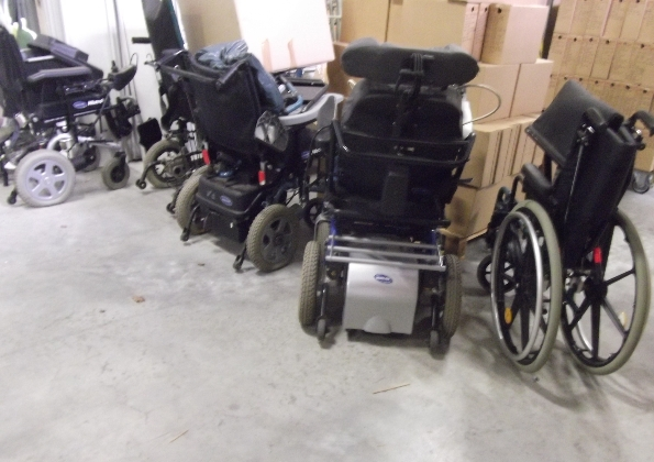 1-siege-de-dentiiste-et-7-fauteuils-roulants_0