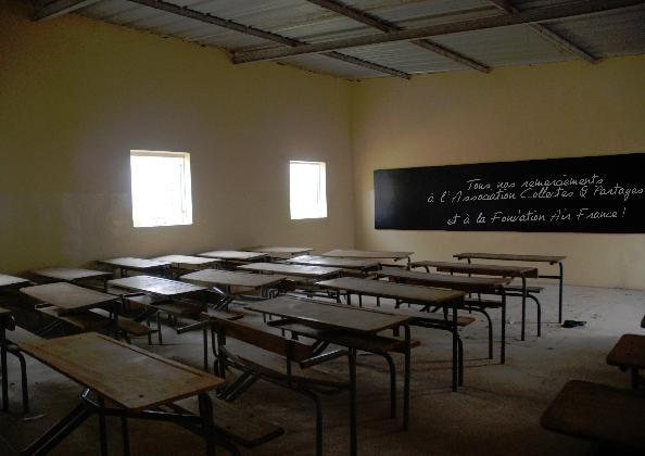 2-lune-des-6-salles-de-classes-rehabilitees-inauguration-de-lecole-cherif-iii-a-rufisque-en-banlieue-de-dakar