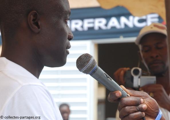 44-lors-du-discours-dabibou-sarr-secretaire-benevole-de-collectes-et-partages-inauguration-de-lecole-cherif-iii-a-rufisque-en-banlieue-de-dakar