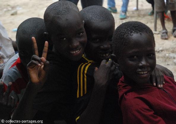 49-les-enfants-les-eleves-inauguration-de-lecole-cherif-iii-a-rufisque-en-banlieue-de-dakar