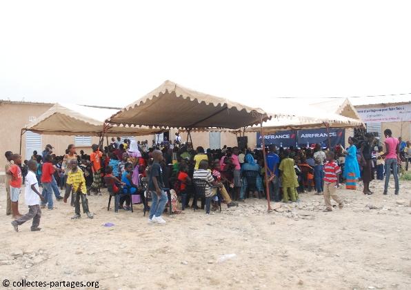 7-larrivee-des-enfants-et-de-leurs-parents-inauguration-de-lecole-cherif-iii-a-rufisque-en-banlieue-de-dakar