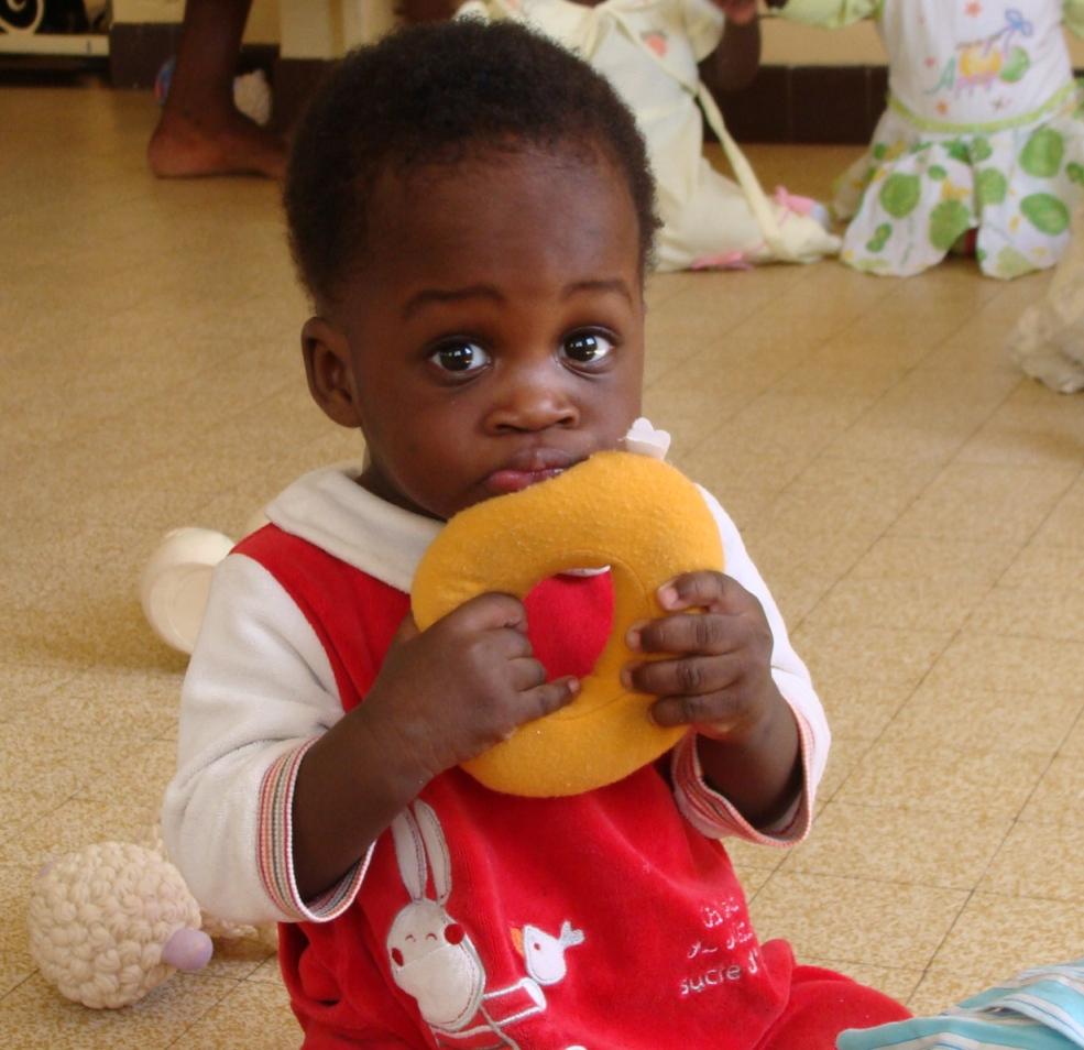 Remplissez les biberons de bébés abandonnés à Dakar !