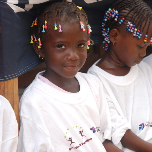 A. The pretty princesses ... Inauguration of the school Cherif III Rufisque, a suburb of Dakar