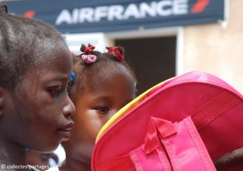 La chaleur et ses effets. C'était lors de l'inauguration de l'ecole Cherif III a Rufisque, en banlieue de Dakar.jpg
